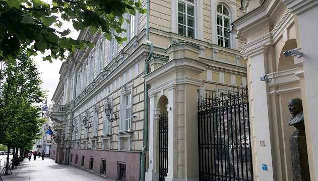 Bank of Lithuania, Commission